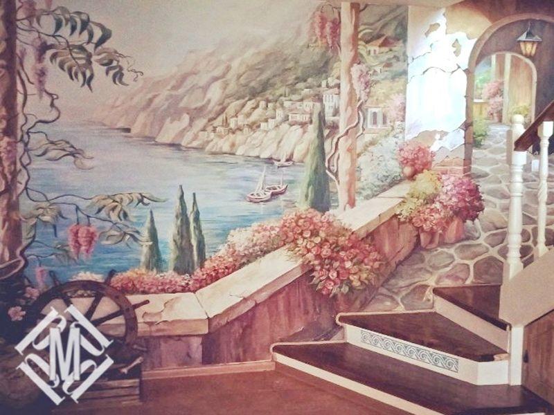 Роспись стены в загородном доме.