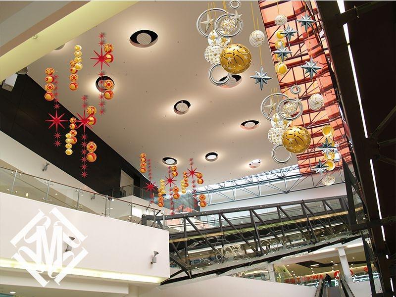 Новогоднее оформление торгового центра.